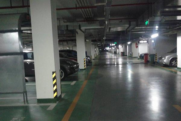 南京锋尚国际公寓地下停车场地面——密封固化地坪